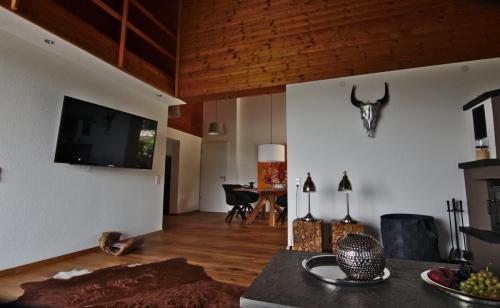 Wohnzimmer mit Blick auf den Essbereich